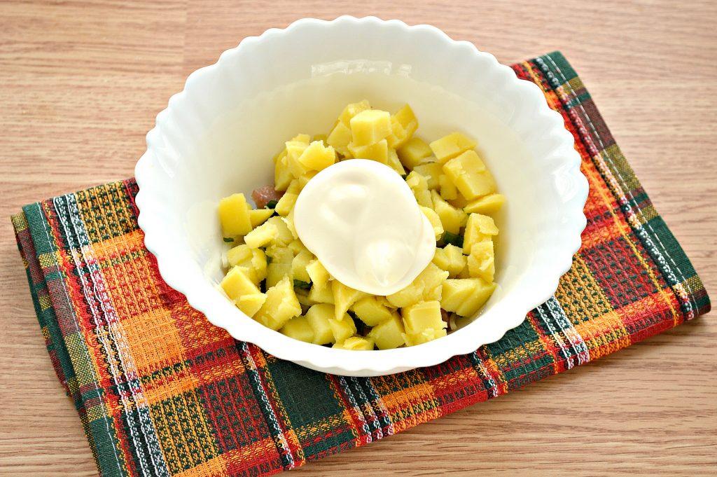 Фото рецепта - Салат из картофеля и сельди - шаг 5