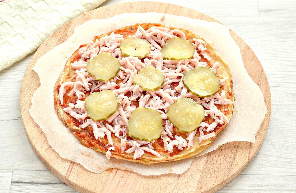 Фото рецепта - Блинная пицца с помидорами и сыром - шаг 5