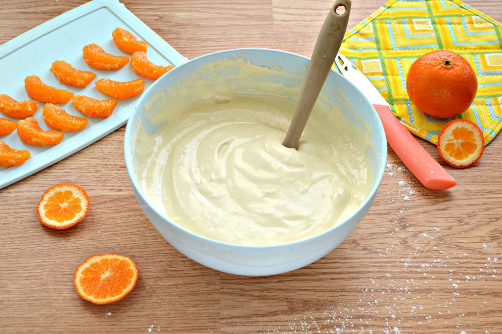 Фото рецепта - Шарлотка с мандаринами - шаг 5