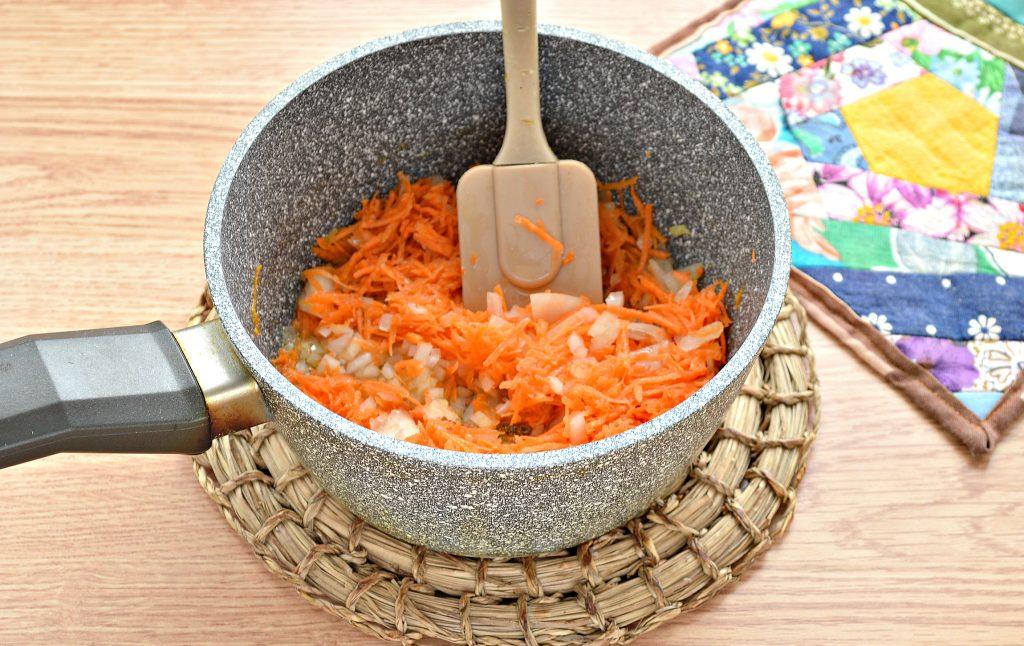 Фото рецепта - Борщ со свежей капустой и солеными огурцами - шаг 5