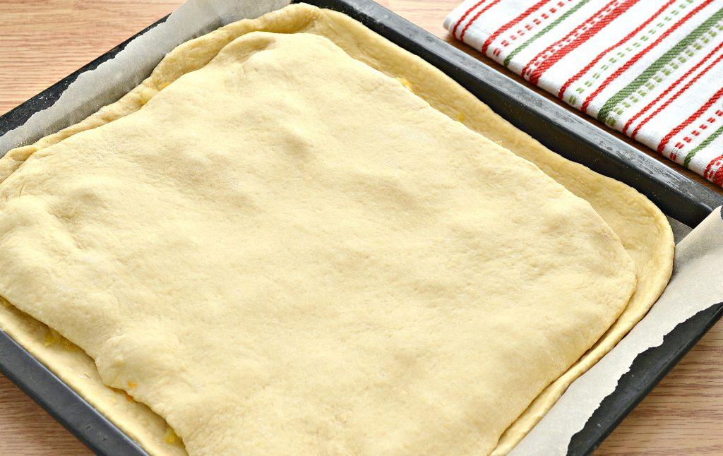 Фото рецепта - Дрожжевой пирог со свининой и капустой - шаг 5