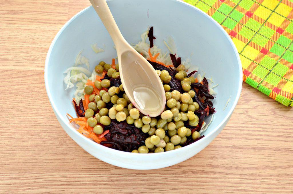 Фото рецепта - Постный салат с вареной свеклой и зеленым горошком - шаг 6
