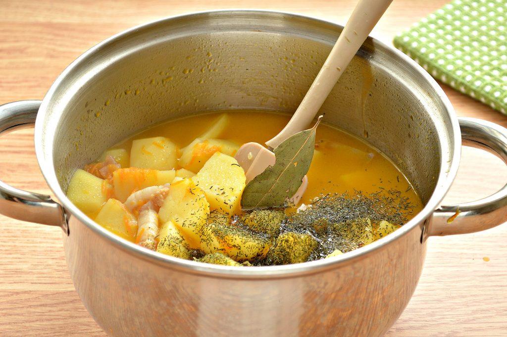 Фото рецепта - Тушеный картофель с салом - шаг 6