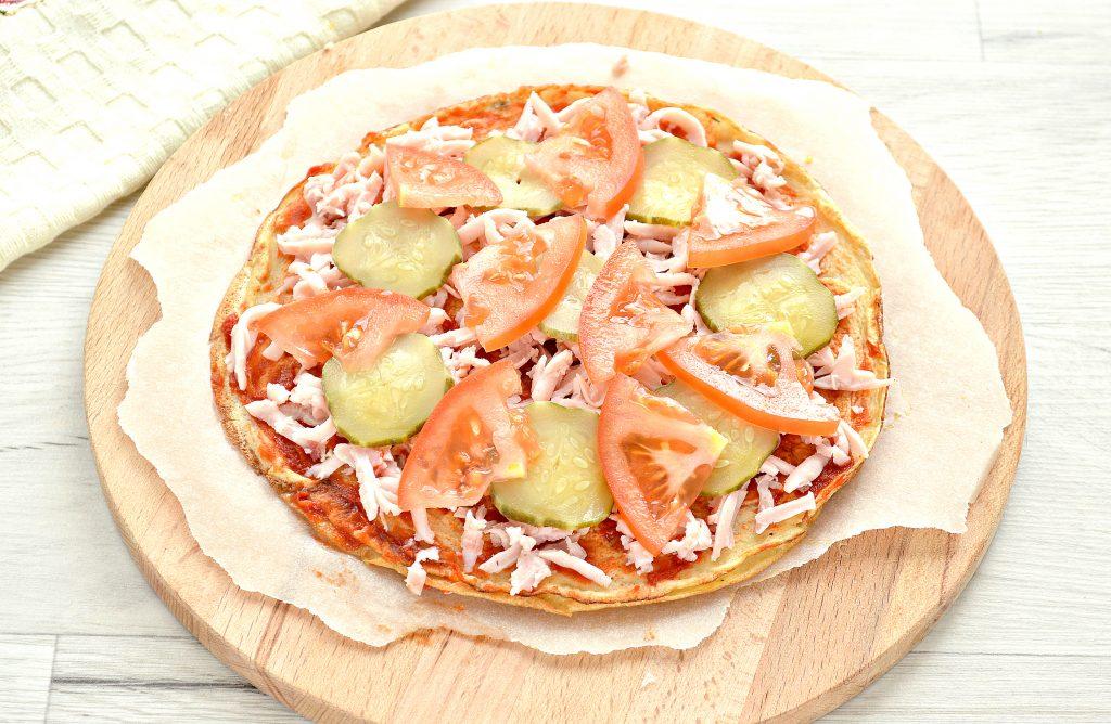 Фото рецепта - Блинная пицца с помидорами и сыром - шаг 6
