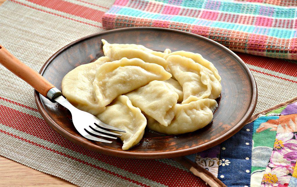 Фото рецепта - Вареники с салом и картошкой - шаг 6
