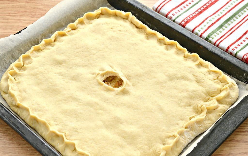 Фото рецепта - Дрожжевой пирог со свининой и капустой - шаг 6