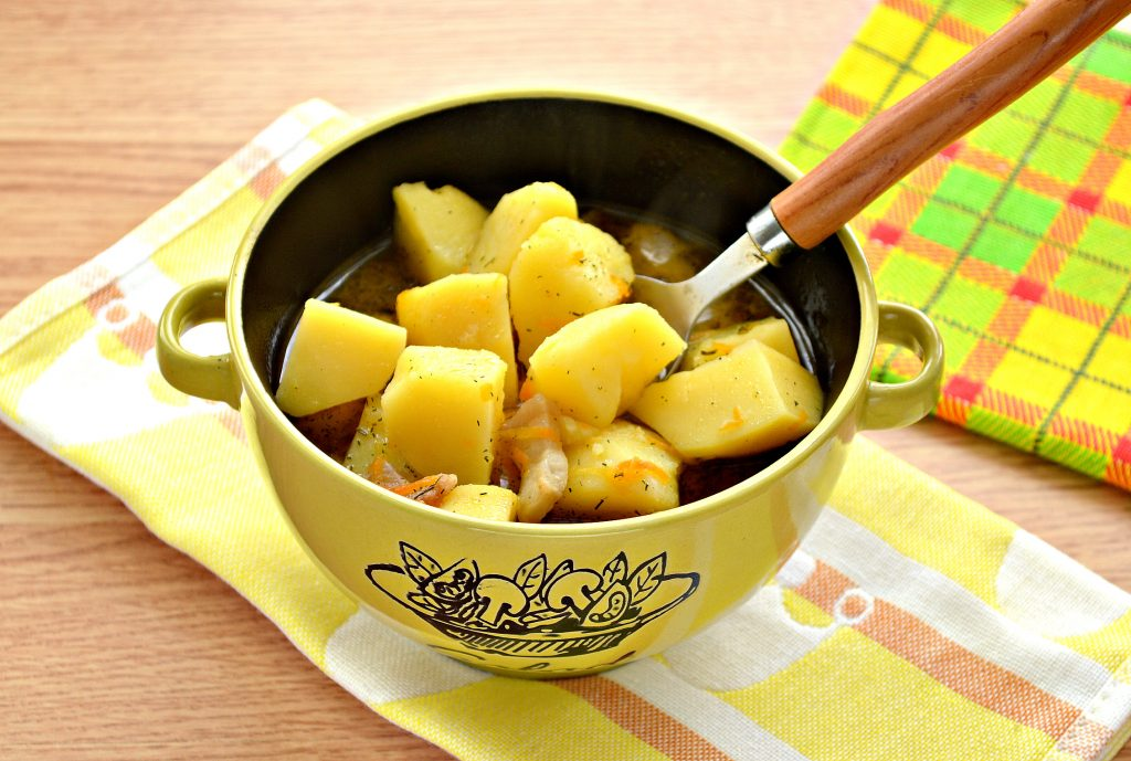 Фото рецепта - Тушеный картофель с салом - шаг 7