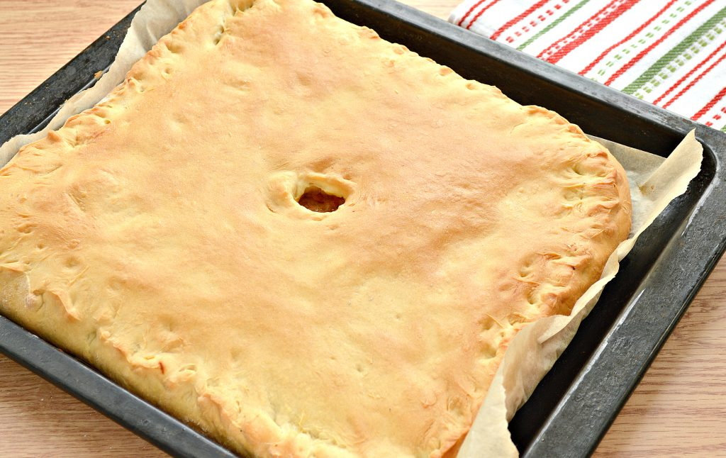 Фото рецепта - Дрожжевой пирог со свининой и капустой - шаг 7