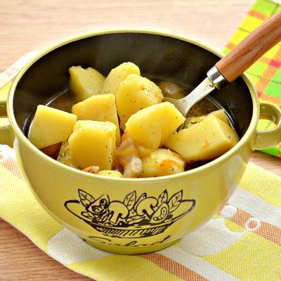 Тушеный картофель с салом - рецепт с фото