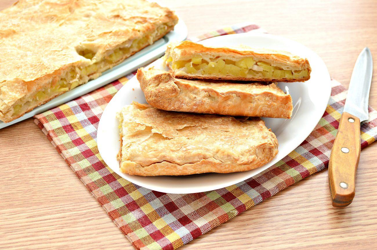 Слоеный пирог с картофелем и салом