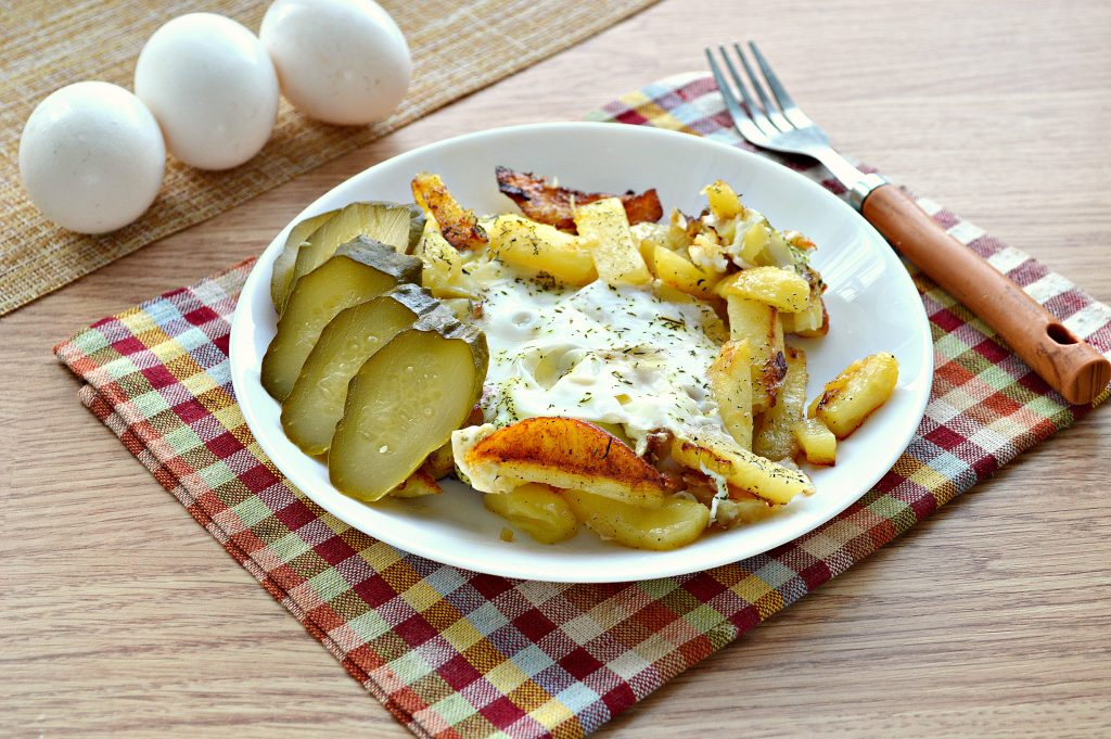 Фото рецепта - Жареная картошка с яйцом - шаг 8