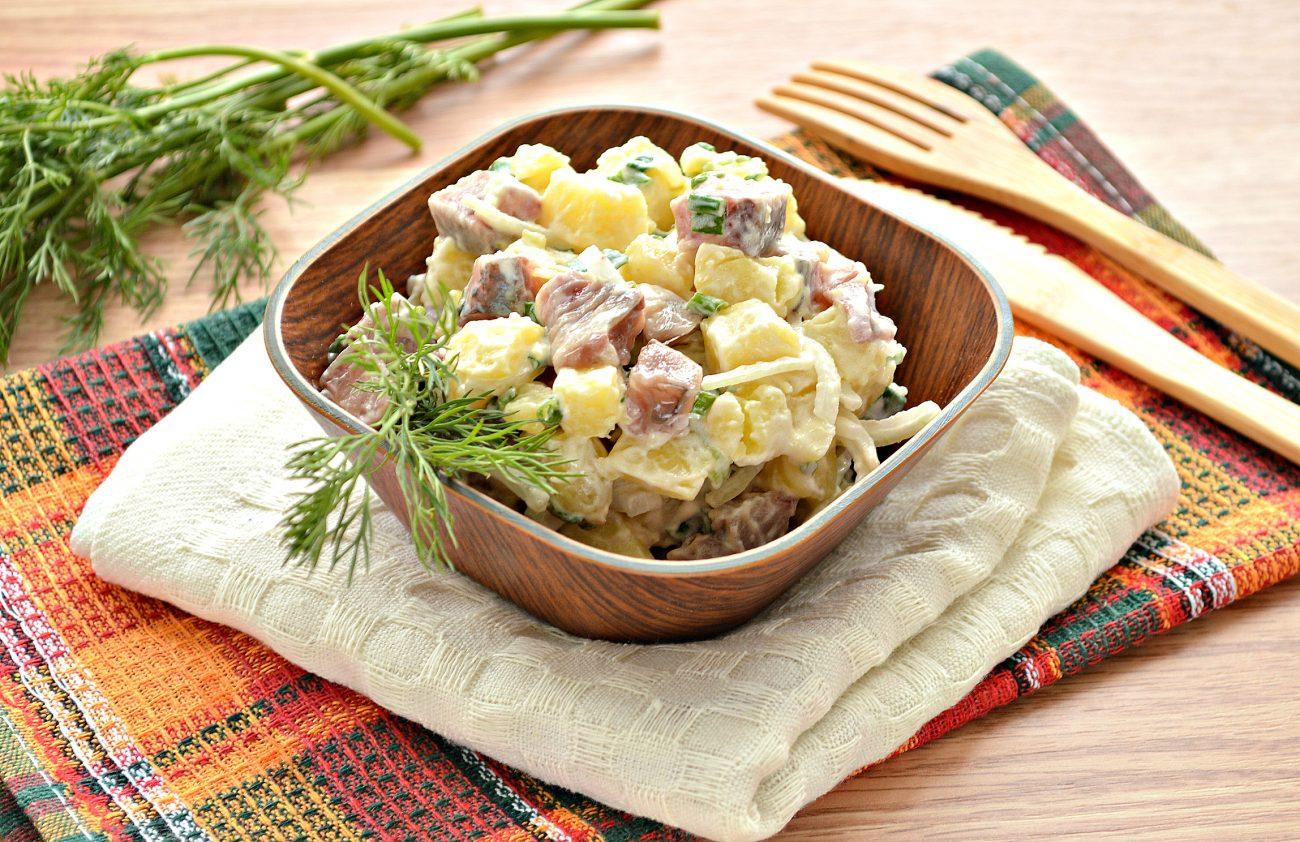 Салат из картофеля и сельди