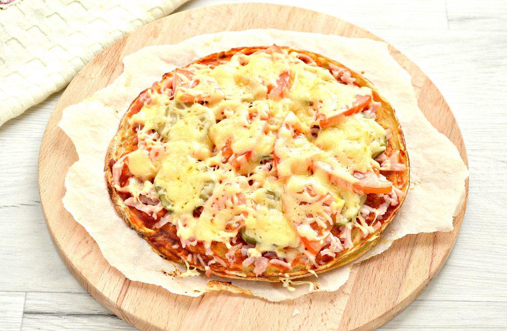Фото рецепта - Блинная пицца с помидорами и сыром - шаг 8