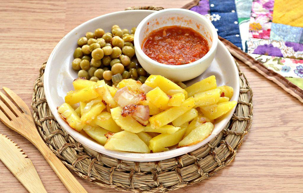 Фото рецепта - Жареный картофель с салом и луком на сковороде - шаг 8