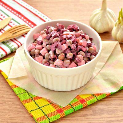 Салат «Виолетта» со свеклой, горошком и сыром - рецепт с фото