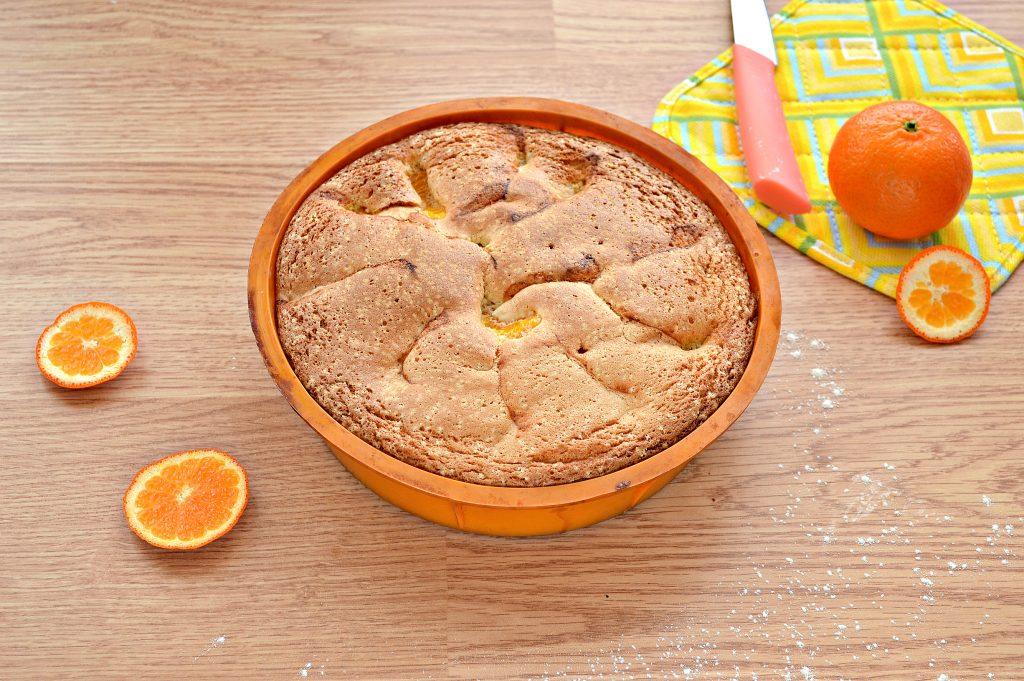 Фото рецепта - Шарлотка с мандаринами - шаг 8