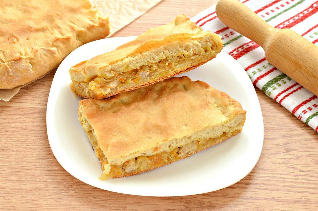 Фото рецепта - Дрожжевой пирог со свининой и капустой - шаг 8