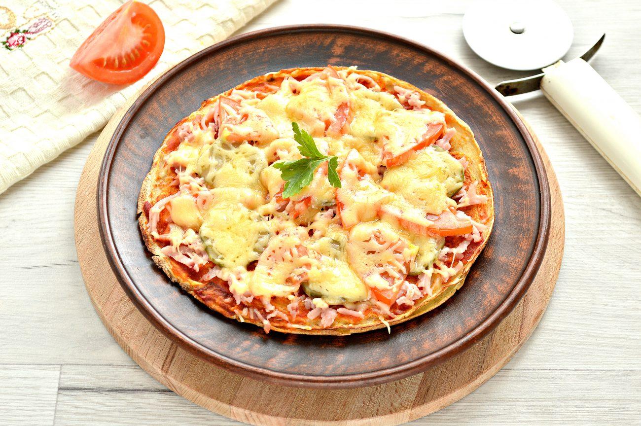 Блинная пицца с помидорами и сыром