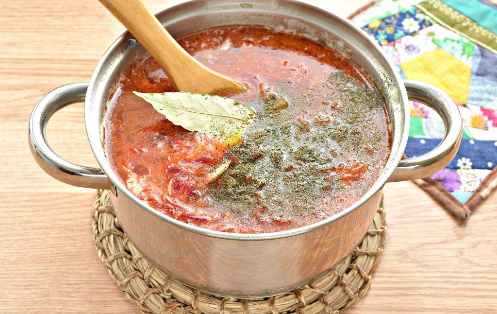 Фото рецепта - Борщ со свежей капустой и солеными огурцами - шаг 9