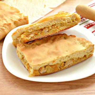Дрожжевой пирог со свининой и капустой - рецепт с фото
