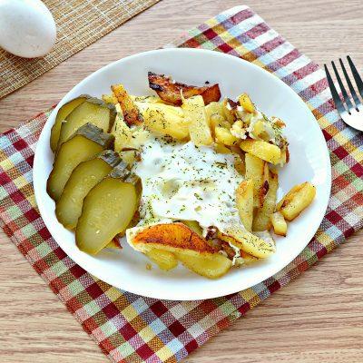 Жареная картошка с яйцом - рецепт с фото