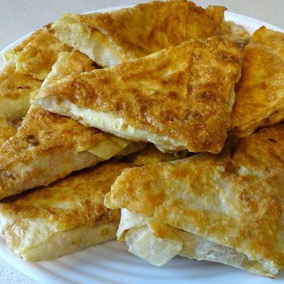 Конвертики из лаваша с сыром и колбасой - рецепт с фото
