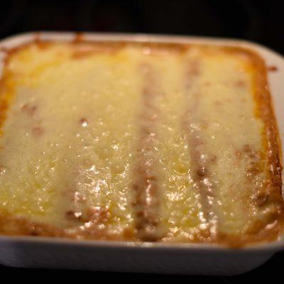 Фото рецепта - Запеканка из тортильи с курицей и сыром под соусом Enchiladas - шаг 7