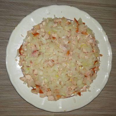 """Фото рецепта - Салат с копченой курочкой, свеклой и черносливом """"Мой генерал"""" - шаг 3"""