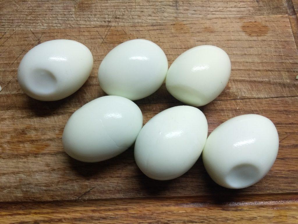 Фото рецепта - Яйца, фаршированные печенью трески - шаг 1