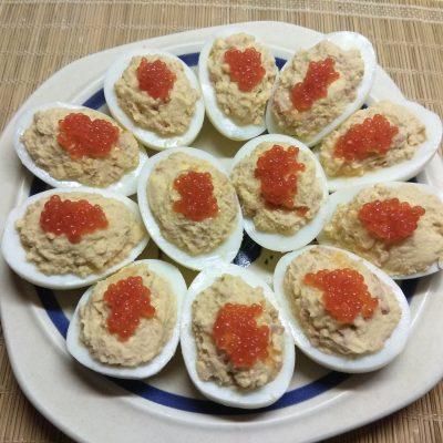 Яйца, фаршированные печенью трески - рецепт с фото