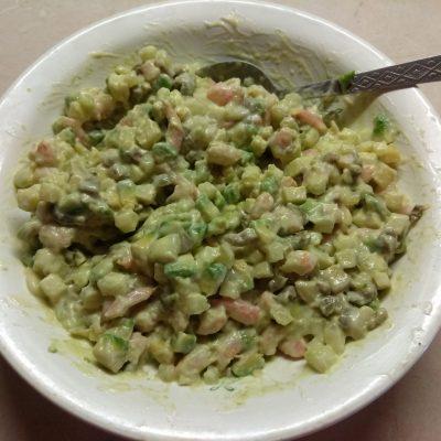 Фото рецепта - Тарталетки из слоеного теста с салатом из креветок, авокадо и яблока - шаг 7