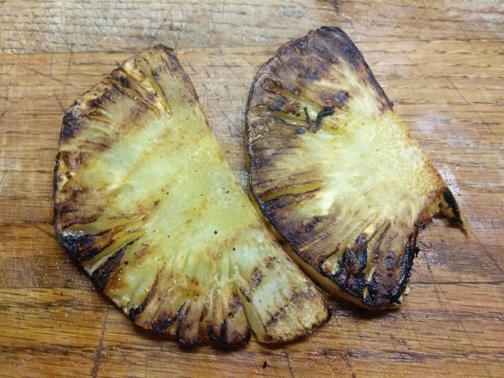Фото рецепта - Роллы из лаваша с запеченной свининой, шампиньонами и ананасом - шаг 3