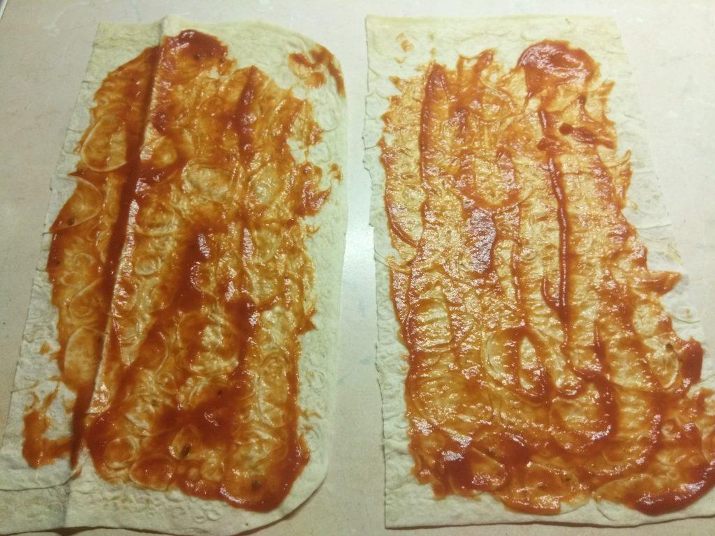 Фото рецепта - Роллы из лаваша с запеченной свининой, шампиньонами и ананасом - шаг 4