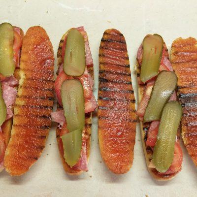 Фото рецепта - Сэндвичи с салями и омлетом - шаг 6
