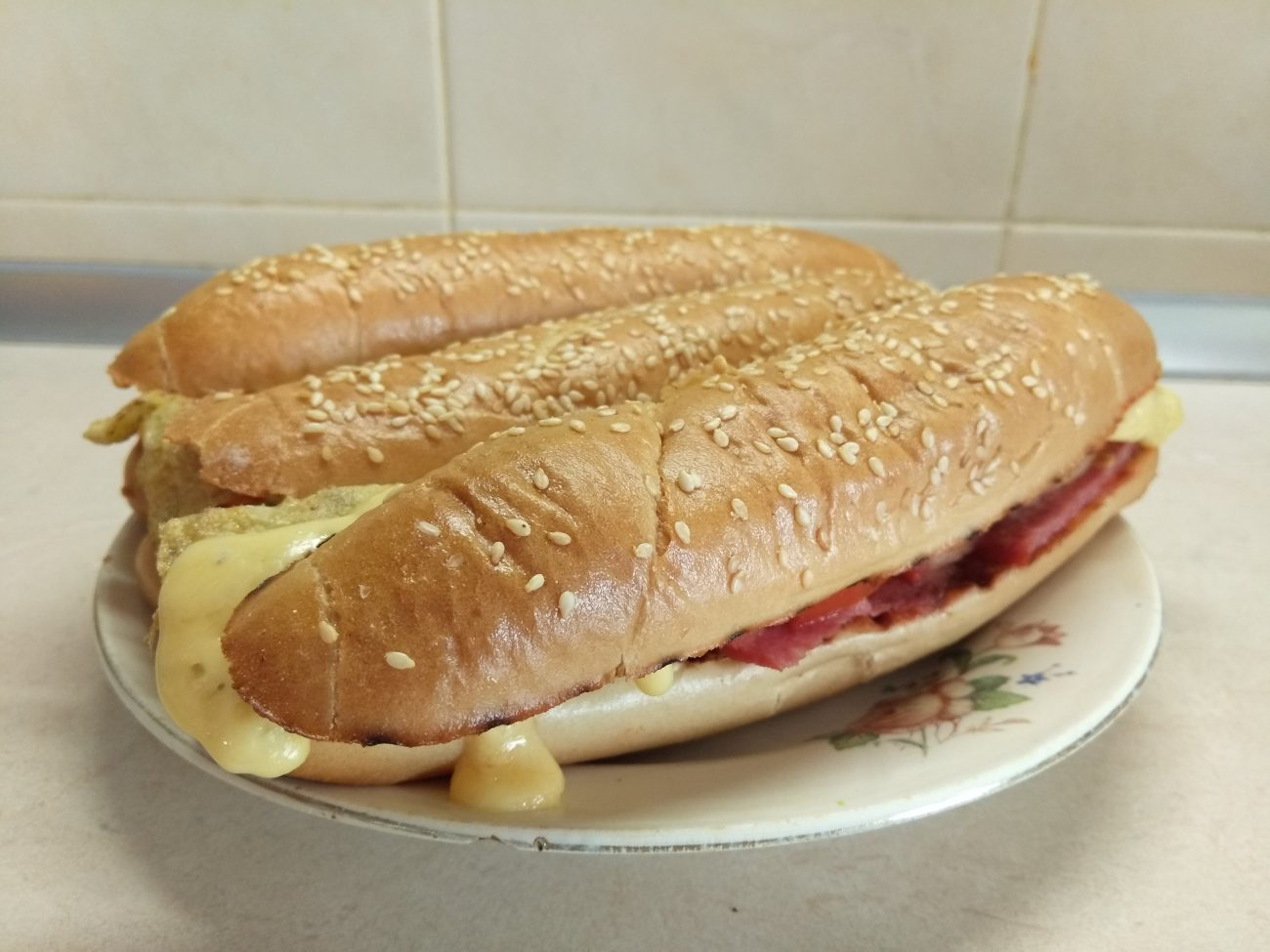 Сэндвичи с салями и омлетом