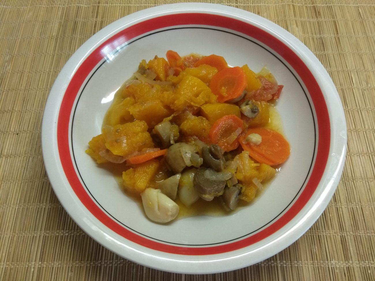 Овощное рагу из тыквы и шампиньонов