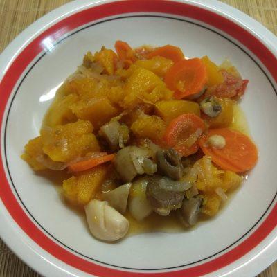 Фото рецепта - Овощное рагу из тыквы и шампиньонов - шаг 6