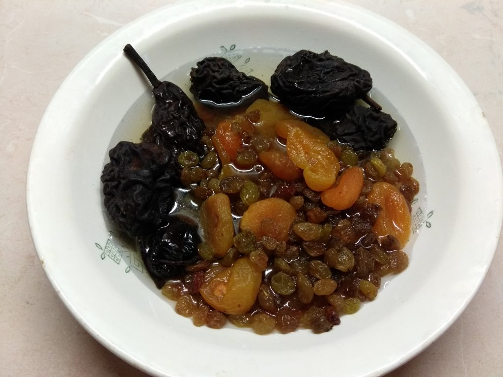 Фото рецепта - Кутья традиционная с сухофруктами - шаг 2