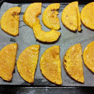 Фото рецепта - Пицца с курицей и тыквой - шаг 1