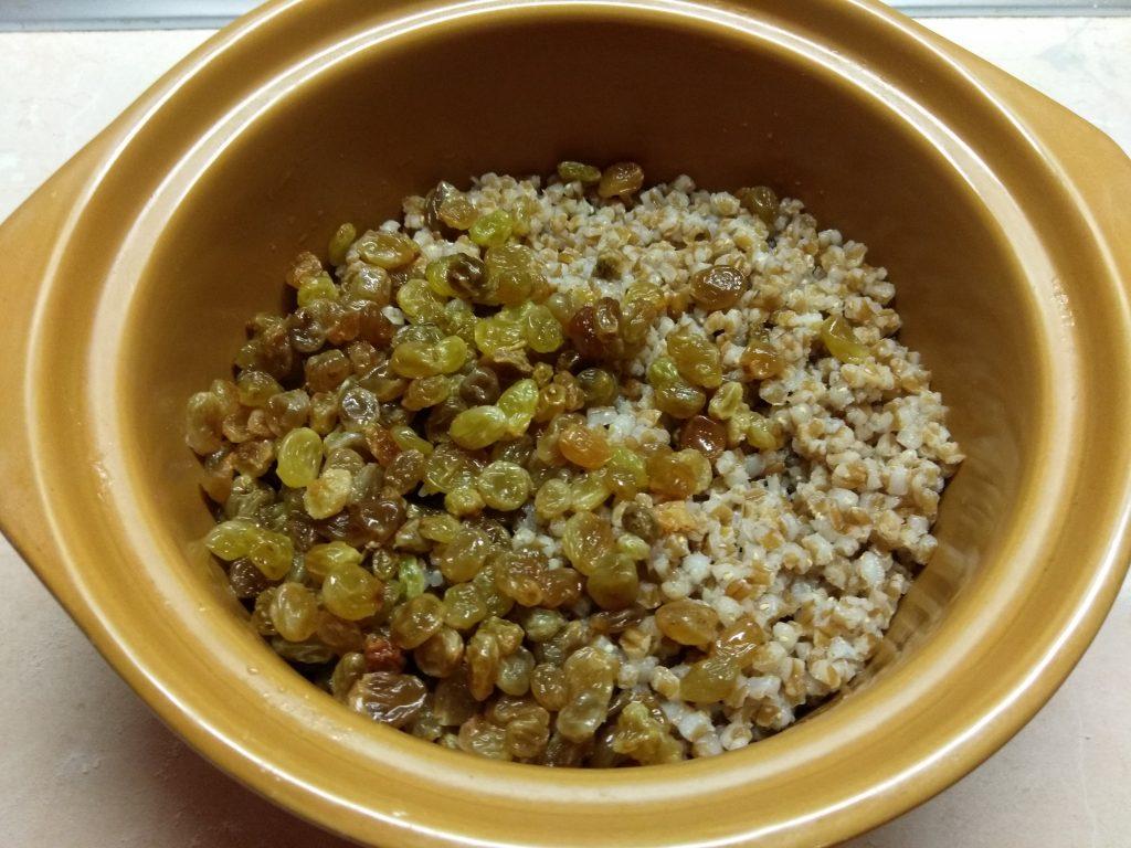 Фото рецепта - Кутья традиционная с сухофруктами - шаг 3