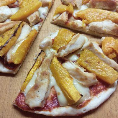 Фото рецепта - Пицца с курицей и тыквой - шаг 7