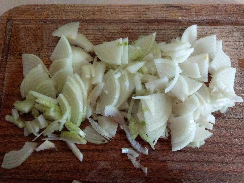 Фото рецепта - Стручковая фасоль, тушенная с луком и морковью - шаг 1