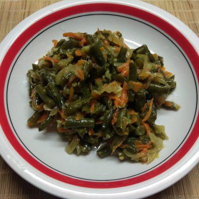 Стручковая фасоль, тушенная с луком и морковью - рецепт с фото