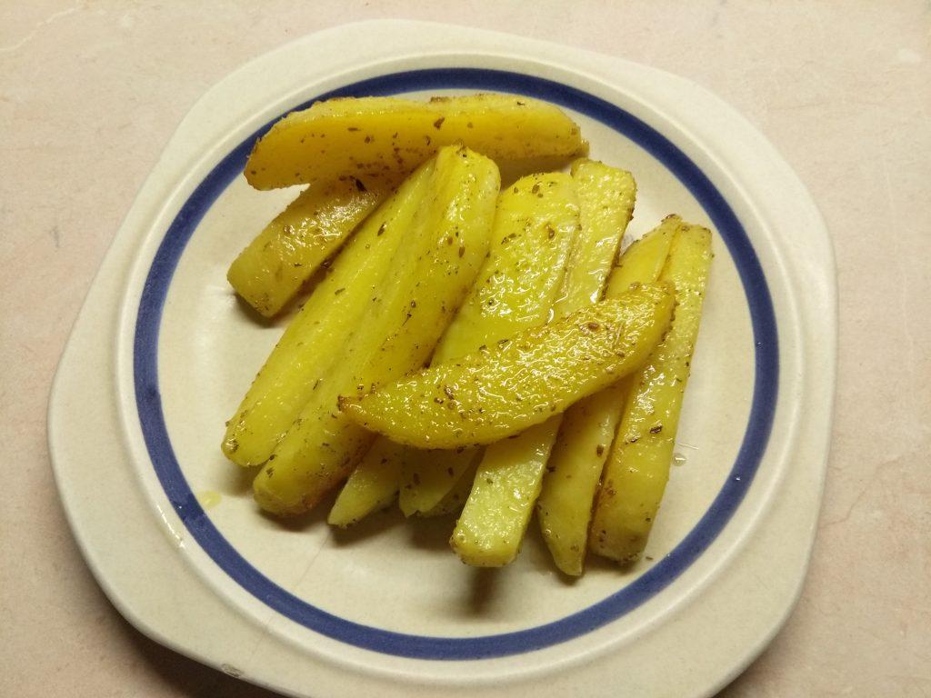 Фото рецепта - Картофельные палочки, запеченные в духовке в травах - шаг 5