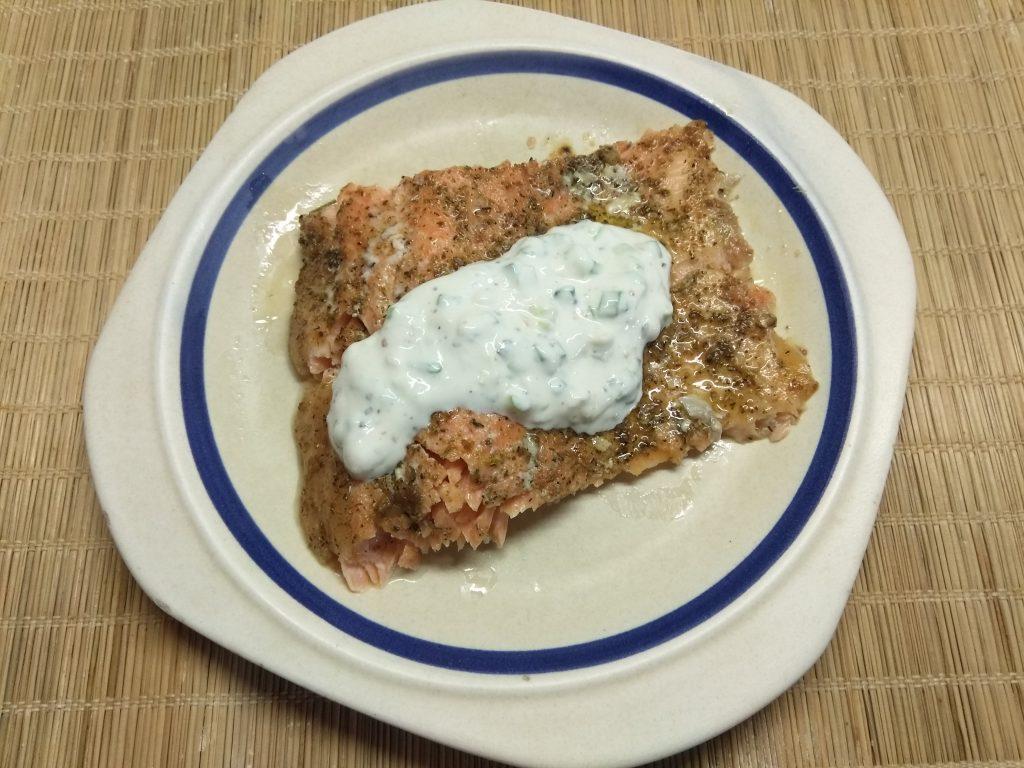 Фото рецепта - Запеченное филе лосося под сметанным соусом - шаг 6
