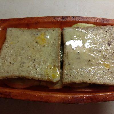 Фото рецепта - Запеканка из черствого хлеба с яблоками и грушами - шаг 5