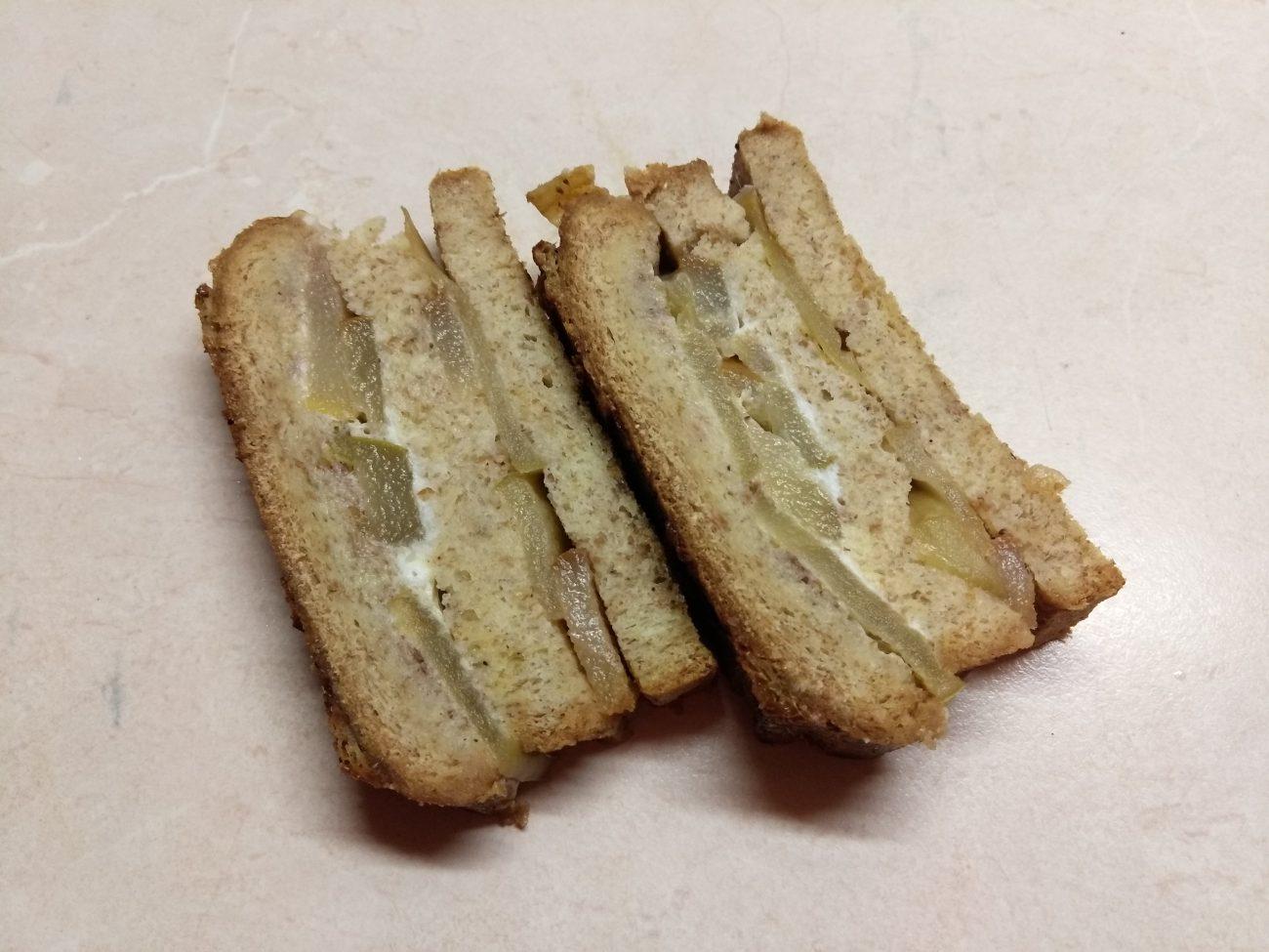 Запеканка из черствого хлеба с яблоками и грушами