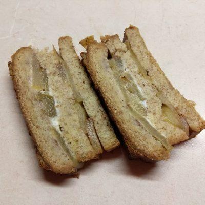 Запеканка из черствого хлеба с яблоками и грушами - рецепт с фото