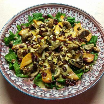 Салат со шпинатом, тыквой и шампиньонами - рецепт с фото