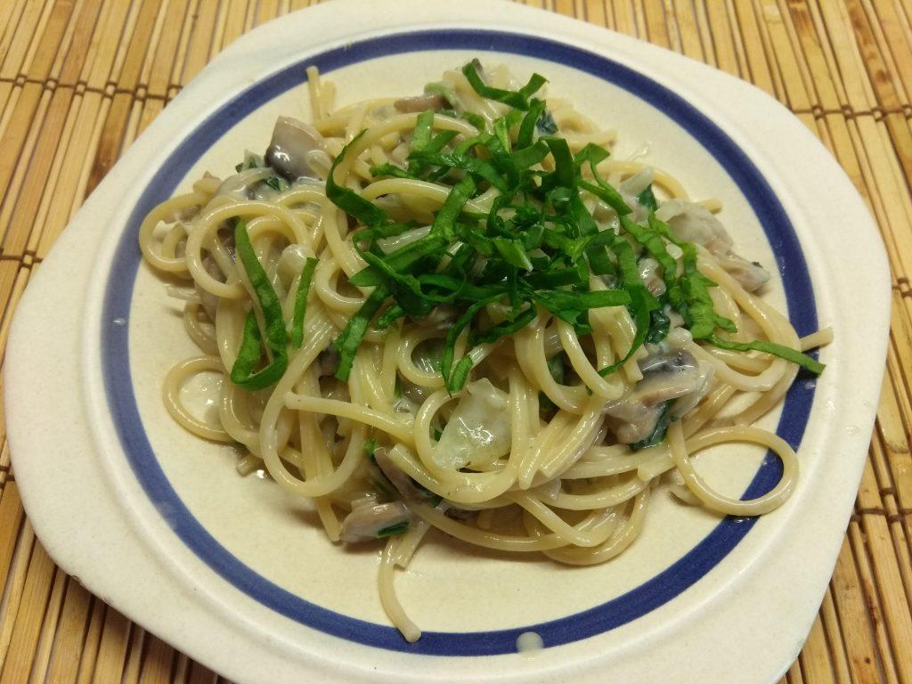 Фото рецепта - Спагетти в сливочном соусе с шампиньонами - шаг 6